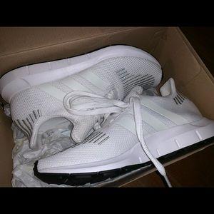Adidas swift run, size 4 in kids, all white